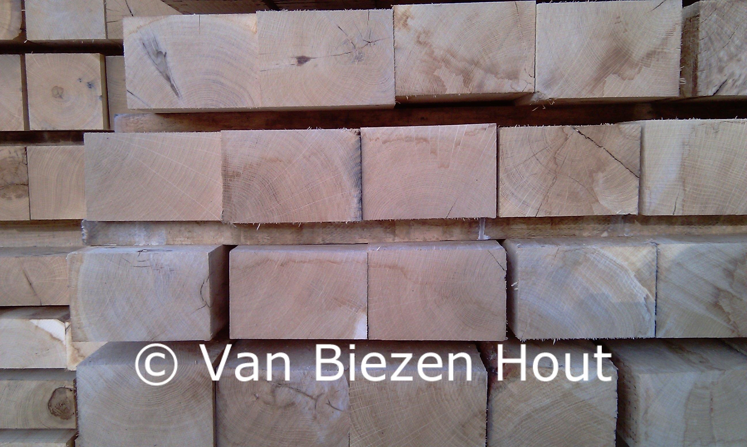 Eiken bielzen vers bezaagd en gebruikte spoorbielzen van biezen hout